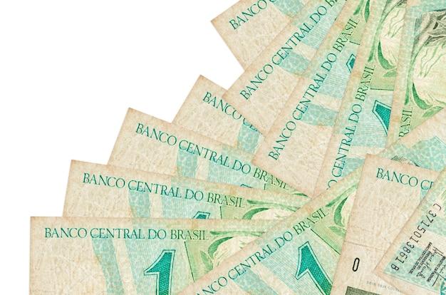 1 real brazylijski rachunki leży w innej kolejności na białym tle. lokalna bankowość lub koncepcja zarabiania pieniędzy.