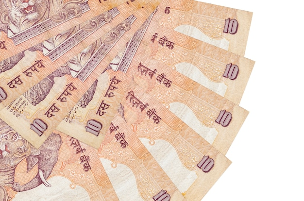10 rachunków rupii indyjskich leży na białym tle