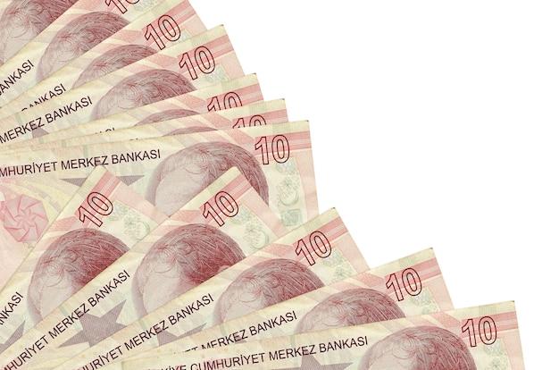 10 rachunków tureckich lirów leży na białym tle