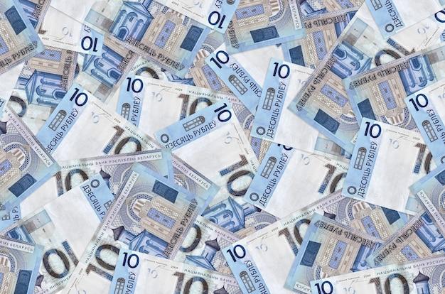 10 rubli białoruskich leży w wielkim stosie. koncepcyjne tło bogate życie. dużo pieniędzy