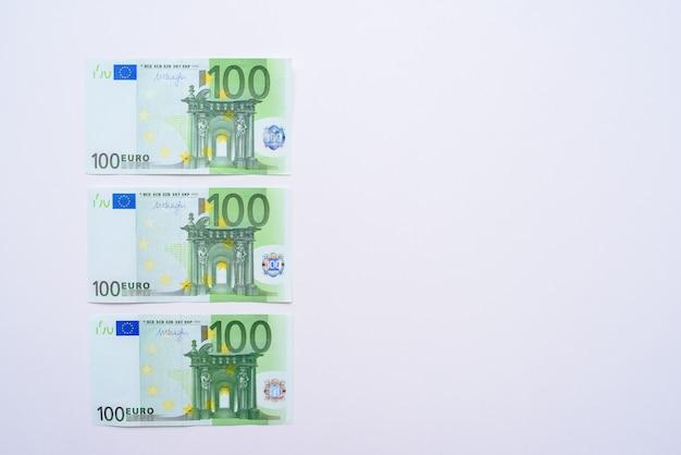 100 euro rachunki pieniądze banknotów euro. waluta unii europejskiej