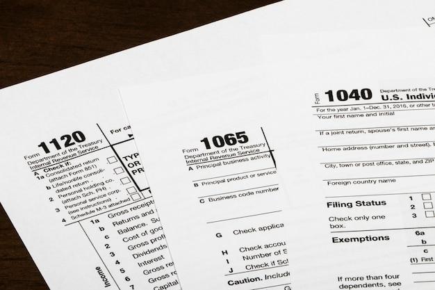 1040,1120,1065 formularz podatkowy usa / koncepcja opodatkowania. usa