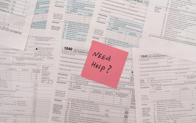 1040 formularz podatkowy z notatką tekstową