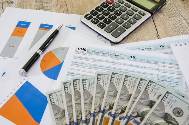 1040 formularzy podatkowych i wykresów biznesowych