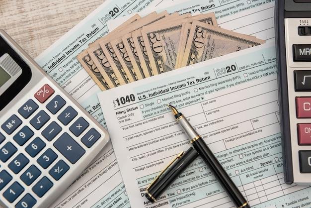1040 indywidualna forma, u nas pieniądze. pojęcie czasu podatku. księgowa