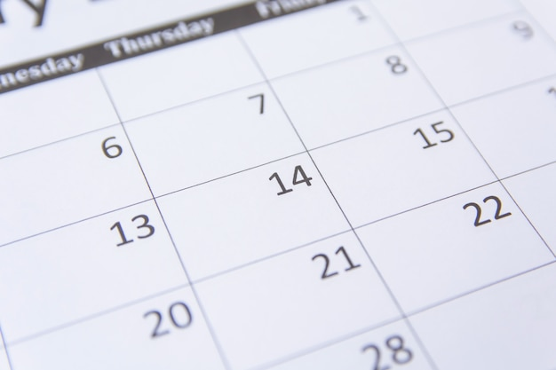 14 numery na stronie kalendarza bliska tła