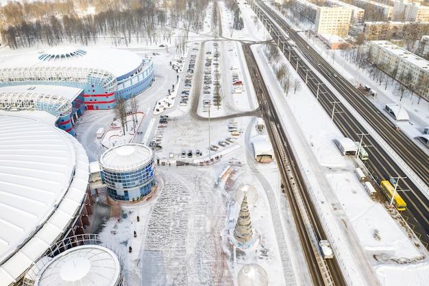 16 stycznia 2021 r. nowoczesny kompleks państwowej instytucji kulturalno-sportowej chizhovka-arena w mińsku. białoruś.