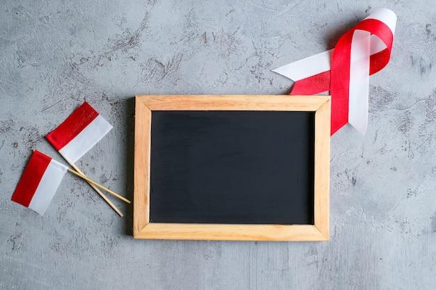 17 sierpnia na księdze notatki koncepcja dzień niepodległości indonezji i indonezji święto narodowe. widok z góry z miejscem na tekst