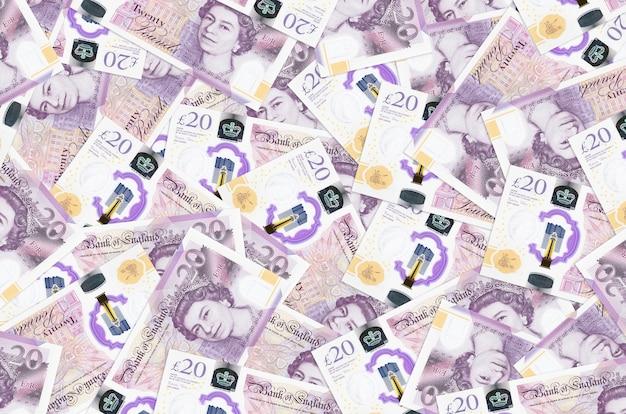20 funtów brytyjskich leży na stosie. koncepcyjne tło bogate życie. dużo pieniędzy