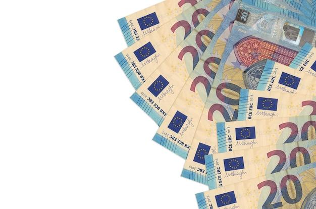 20 rachunków euro leży na białym tle z miejsca kopiowania