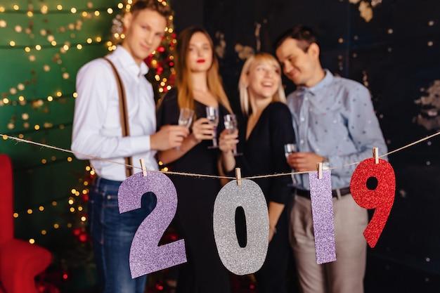 2019 numerów nowy rok party, choinki