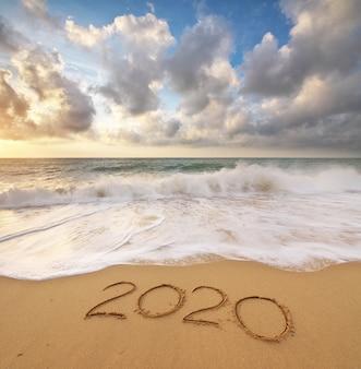 2020 rok na brzegu morza