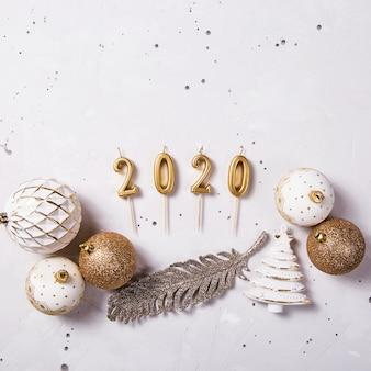 2020 świątecznych świec jako symbol nowego roku