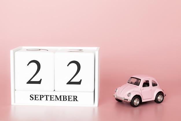 22 września. dzień 22 miesiąca. kalendarzowy sześcian z samochodem