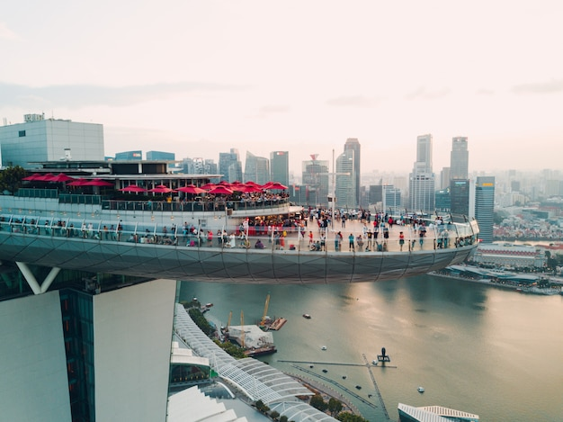 26 lutego 2018 r .: singapur, marina bay sands luxury hotel. widok quadrupter.