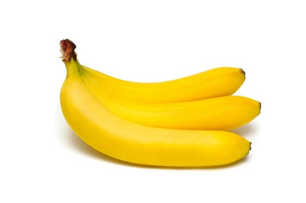 3 banany na białym tle