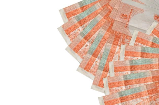 3 rachunki wymienialne peso kubańskie leży na białym tle na białym tle z miejsca na kopię