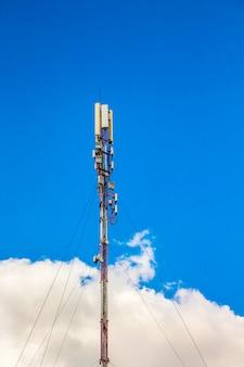 4g, wieża radiowa telecom lub stacja bazowa telefonu komórkowego
