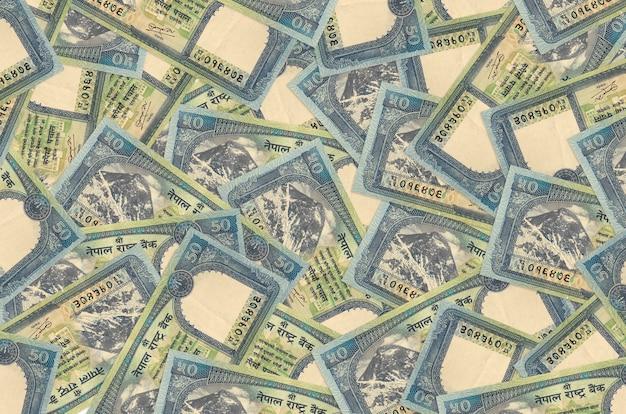 50 nepalskich rupii leży na stosie. . dużo pieniędzy