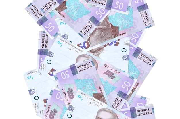 50 ukraińskich hrywien rachunków lecących w dół na białym tle. wiele banknotów spada z białą przestrzenią na kopię po lewej i prawej stronie