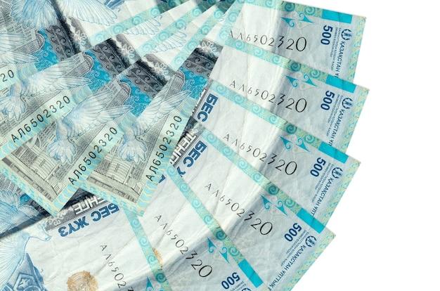 500 kazachstańskich rachunków tenge leży odizolowanych, ułożonych w kształcie wachlarza z bliska. koncepcja transakcji finansowych