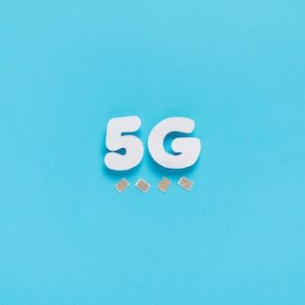 5g wypisane na zwykłym tle z kartami sim