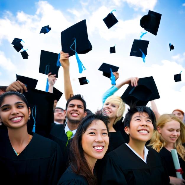 Absolwenci studiujący