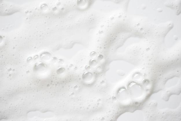 Abstrakcjonistyczna biała mydlanej piany tekstura. pianka szamponowa z bąbelkami