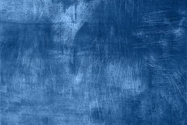 Abstrakcjonistyczna ciemna monochromatyczna grunge tekstura z narysami, kopii przestrzeń. modny niebieski i spokojny kolor. betonowa tekstura, kamienny tło