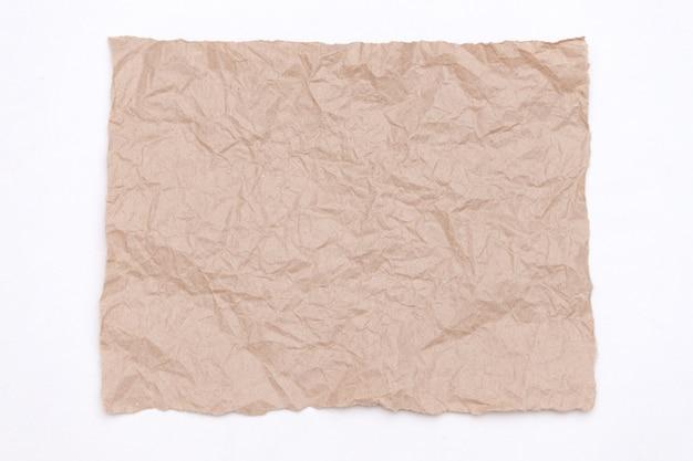 Abstrakcjonistyczna część pakować rzemiosło marszczącego papier na bielu