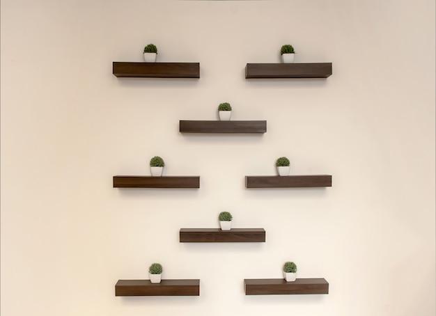 Abstrakcjonistyczna dekoraci ściana z krzakiem roślina