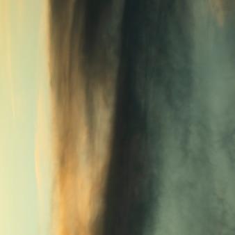 Abstrakcjonistyczna fotografia chmurniejący niebo