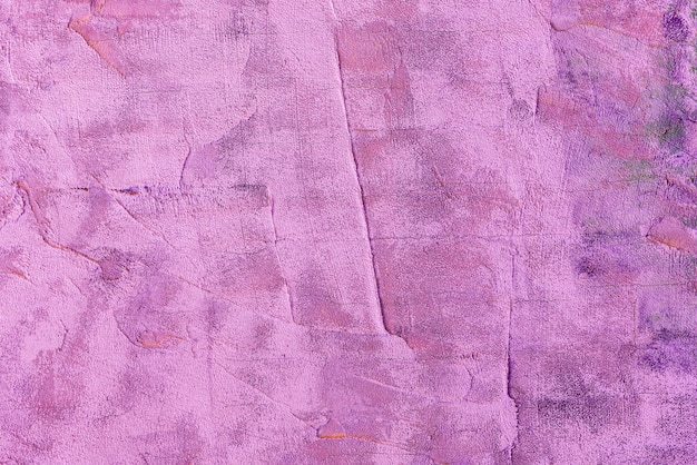 Abstrakcjonistyczna tło tekstura jaskrawy purpury barwi szorstką betonową ścianę. tło retro i vintage.