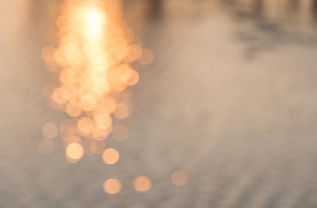 Abstrakcjonistyczny defocused światła bokeh jako wodny tło