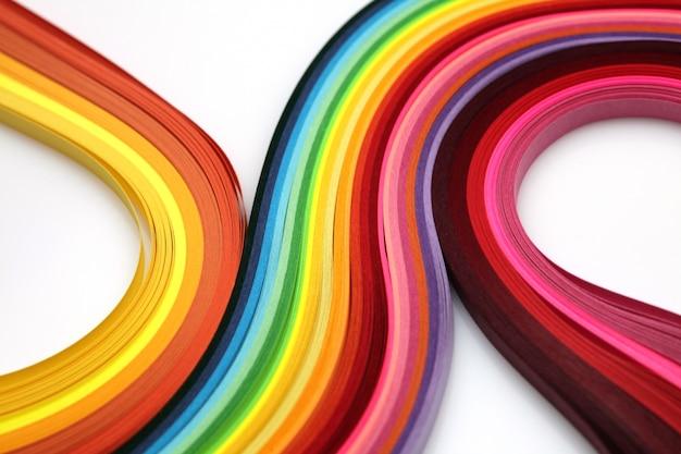 Abstrakcjonistyczny gradientowy tęcza koloru fala kędzioru paska papieru tło.