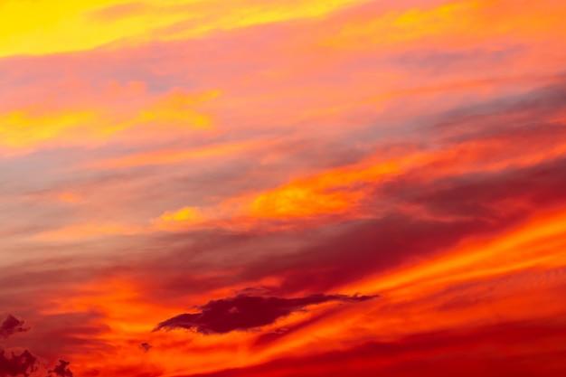 Abstrakcjonistyczny tło kolorowy niebo w zmierzchu.