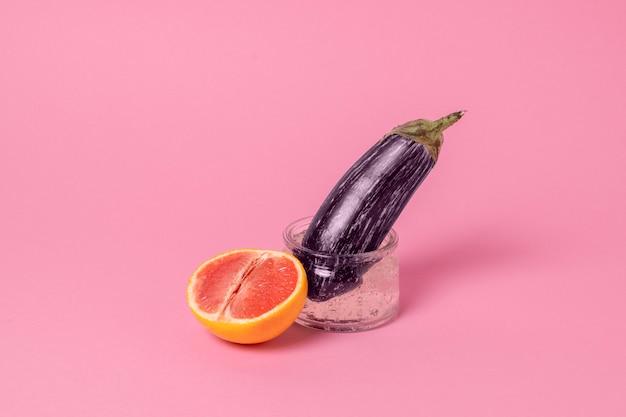 Abstrakcyjna aranżacja zdrowia seksualnego z jedzeniem