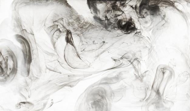 Abstrakcyjna farba w tle wody. czarna chmura dymu w ruchu na białych, akrylowych plamach wirowych
