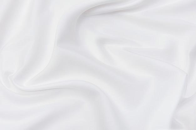 Abstrakcyjna i miękka fala tła tkaniny w kolorze białym lub kości słoniowej, białej tekstury i szczegółów