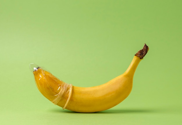 Abstrakcyjna reprezentacja zdrowia seksualnego z bananem