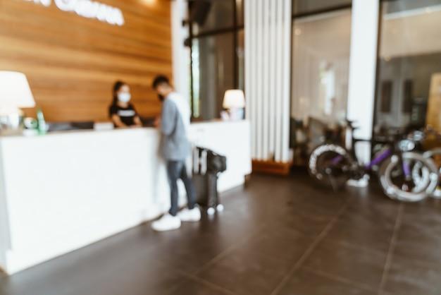 Abstrakcyjne rozmycie lobby hotelowego