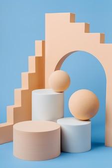 Abstrakcyjne tło z różnymi formami geometrycznymi w pastelowym kolorze do prezentacji produktu