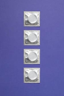 Abstrakcyjny asortyment zdrowia seksualnego z prezerwatywą