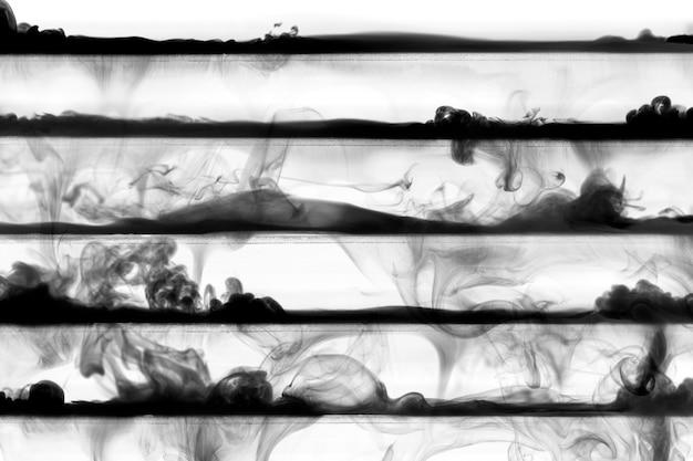 Abstrakcyjny ciemny wzór, z czarnymi paskami tekstury dymu