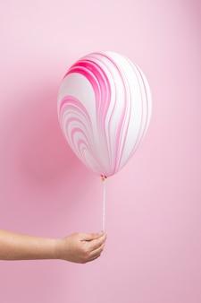 Abstrakcyjny różowy świąteczny balon