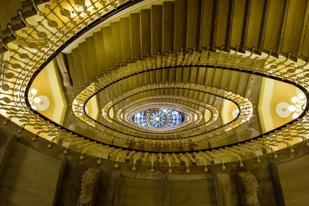 Abstrakcyjny widok na klatki schodowe
