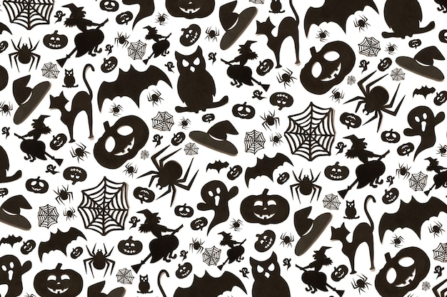 Abstrakcyjny wzór halloween w stylu kreskówka na białym tle. sztuka papieru. koncepcja szczęśliwy wakacje halloween.