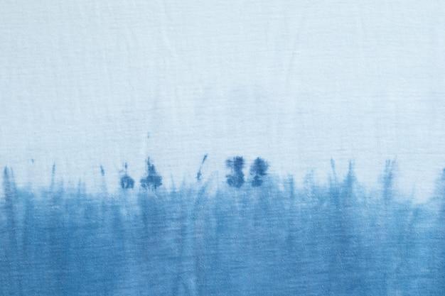Abstrakcyjny wzór tie dye swirl design jasny niebieski styl rodzimy, widok z góry