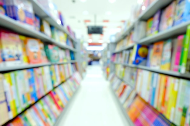 Abstrakt blured książki w bookstore tle