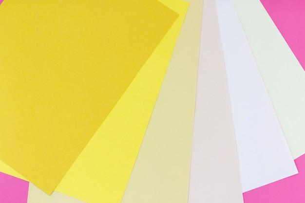 Abstrakt kolorowi papiery z kopii przestrzeni tłem.